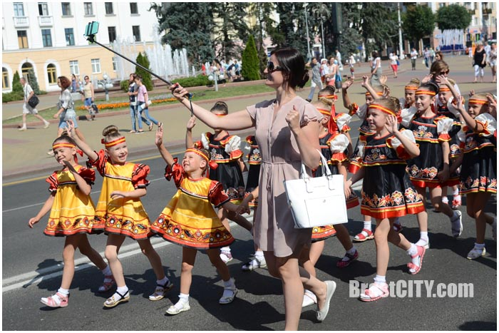В Бресте открылся фестиваль Дети планеты. Фото BrestCITY.com