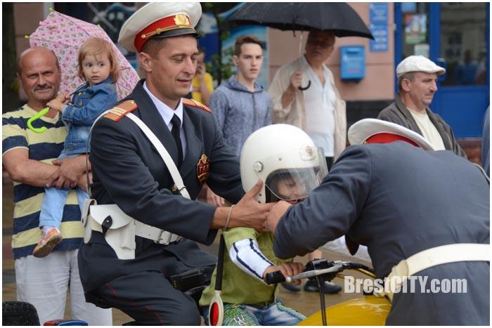 Ретро-автопробег ГАИ в Бресте 3 июля 2016. Фото BrestCITY.com