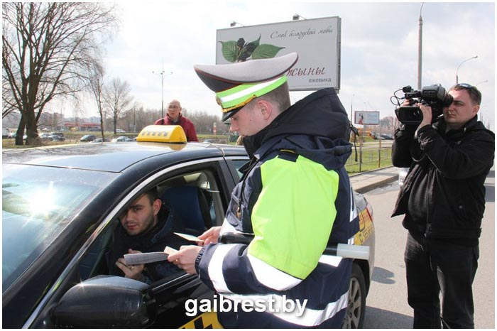 ГАИ Бреста проверила водителей и пассажиров такси