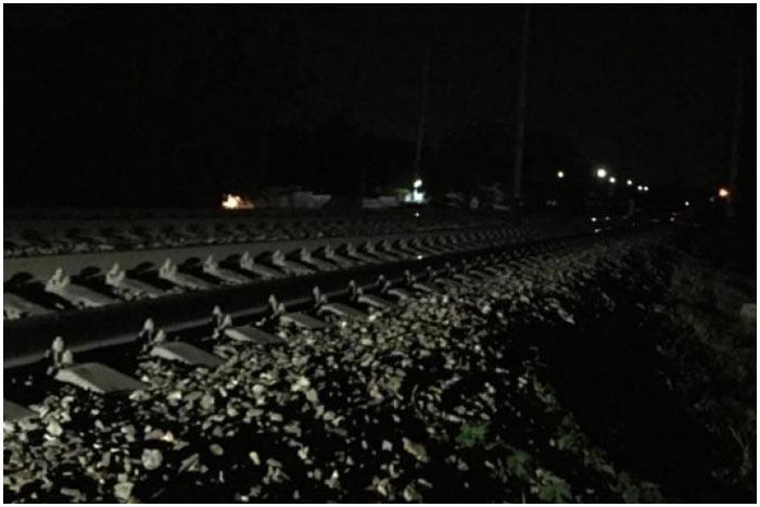 Железнодорожные пути ночью