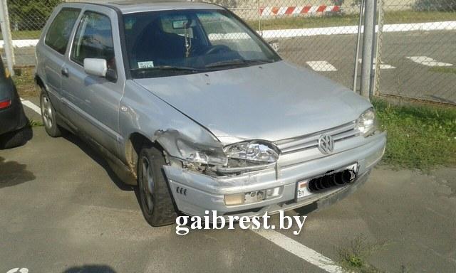 Три ДТП совершил водитель VW Golf и скрылся с места аварии