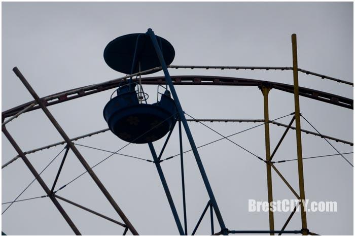 Последний круг брестского колеса обозрения в городском парке
