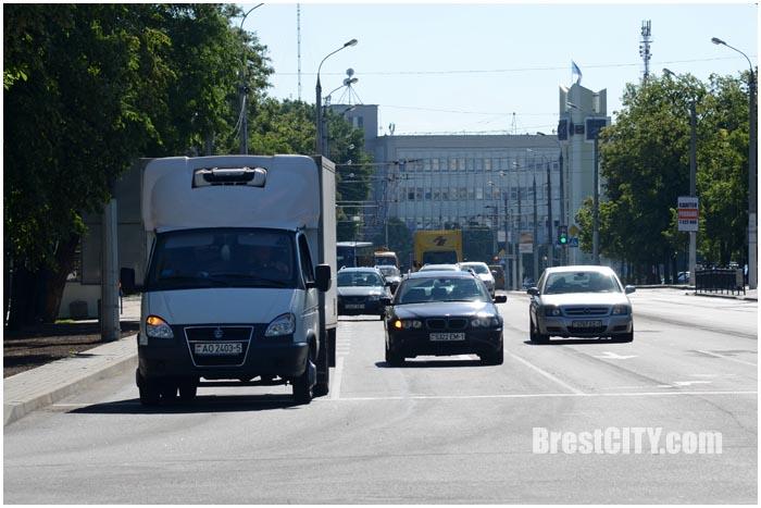 Четыре полосы перед Ленина на проспекте Машерова