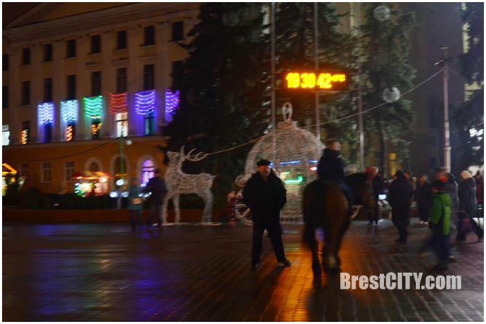 В Бресте отключили иллюминацию на главной площади города