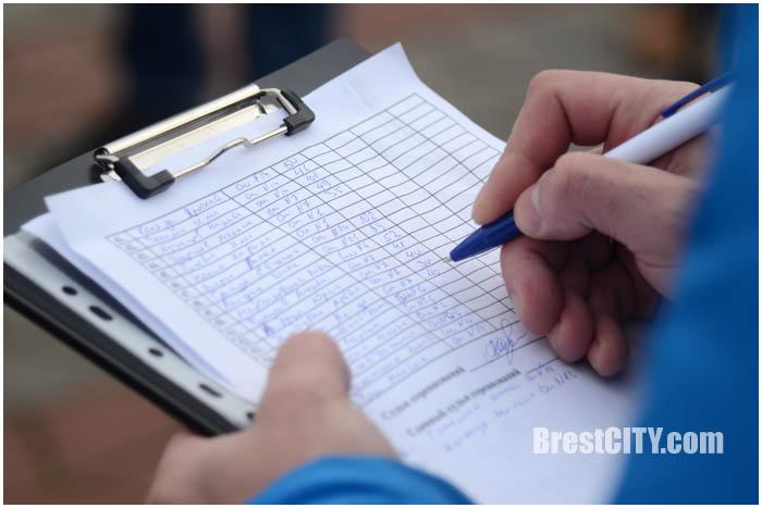 Соревнования по отжиманию на Гребном в Бресте. Фото BrestCITY.com
