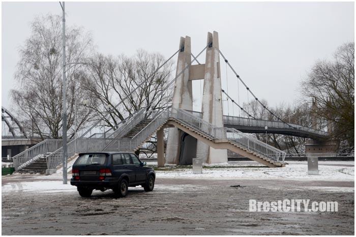 Подвесной мост возле брестской крепости