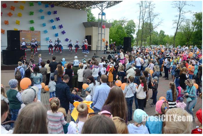 Праздник мыльных пузырей в Бресте в парке 8 мая. Фото BrestCITY.com