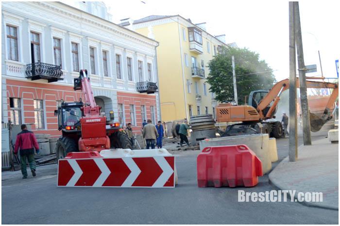 Закрыто движение на ул.Советских пограничников. Фото BrestCITY.com