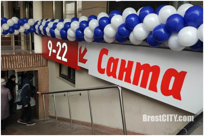 Санта на первом этаже Дидас Персии в Бресте. Фото BrestCITY.com