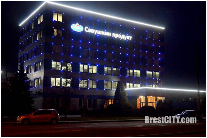 Савушкин продукт в Бресте. Здание ночью