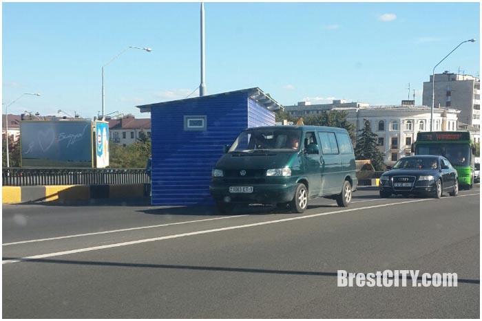 Синий ларек на мосту по ул.Ленина
