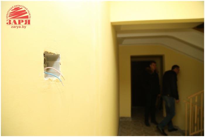 Мусор и разбитый подъезд. Арендное и социальное жилье в Бресте