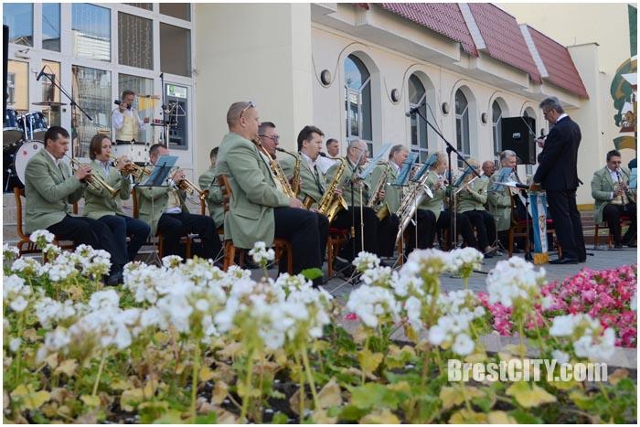 Музыкальный вечер на ул.Советской в Бресте. Фото BrestCITY.com