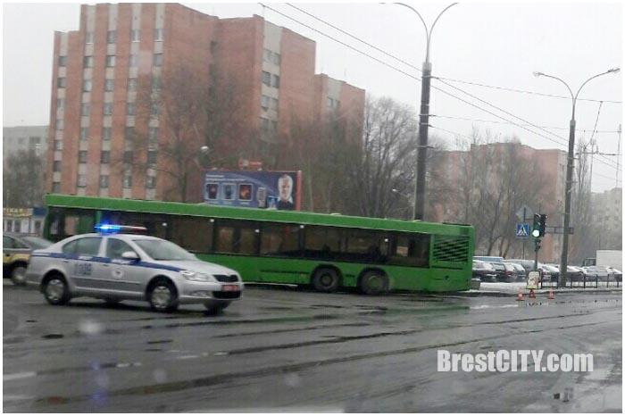 Автобус поворачивал и сбил женщину
