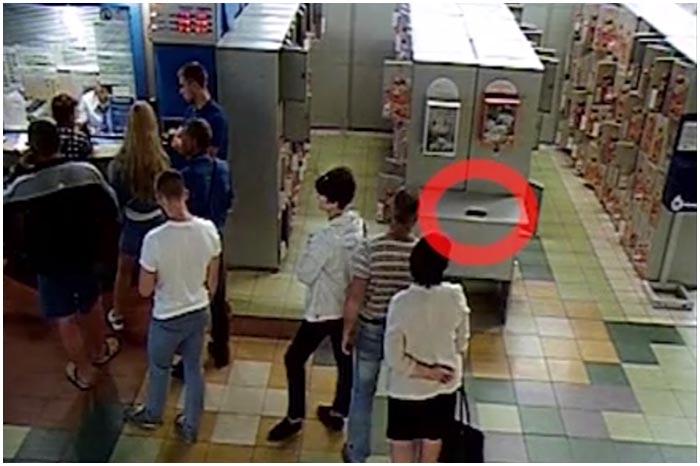 Кража телефона в ТЦ Корона в Бресте. Разыскивается группа людей
