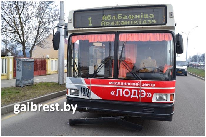 Авария троллейбус и маршрутка на остановке Зеленая в Бресте