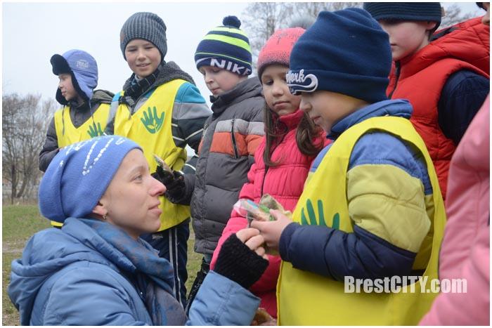 Акция в Бресте. Чистый Берег 2016. Набережная 20.03.2016. Фото BrestCITY.com