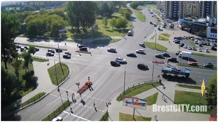 Онлайн вебкамера на Востоке напротив Диониса. Перекресток Гродненская-Московская