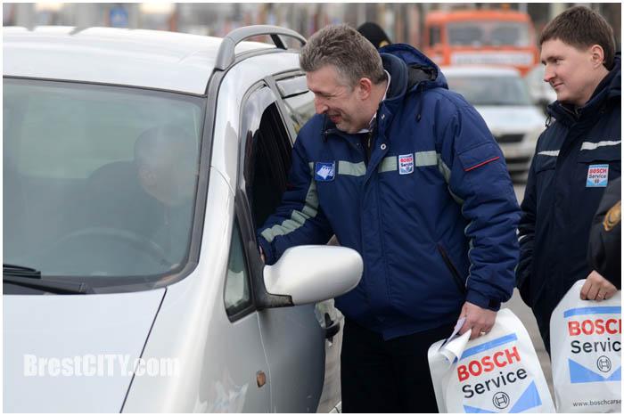 В Бресте водителей поздравили с праздником 23 февраля