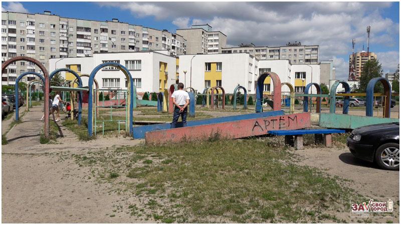 Активисты на Ковалевке инициируют снос бетонных конструкций