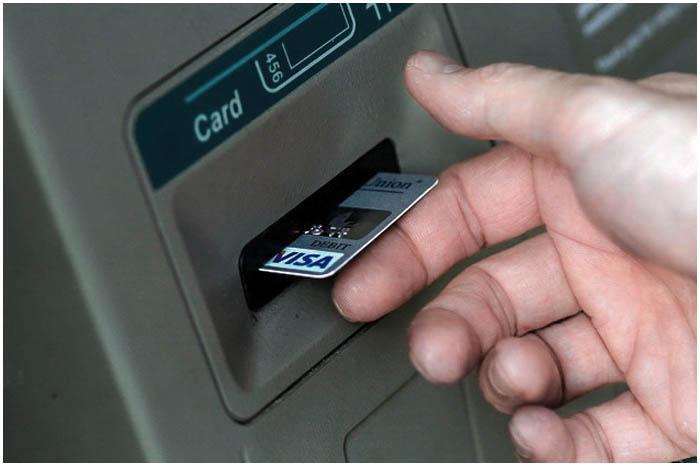 Карточка в банкомате