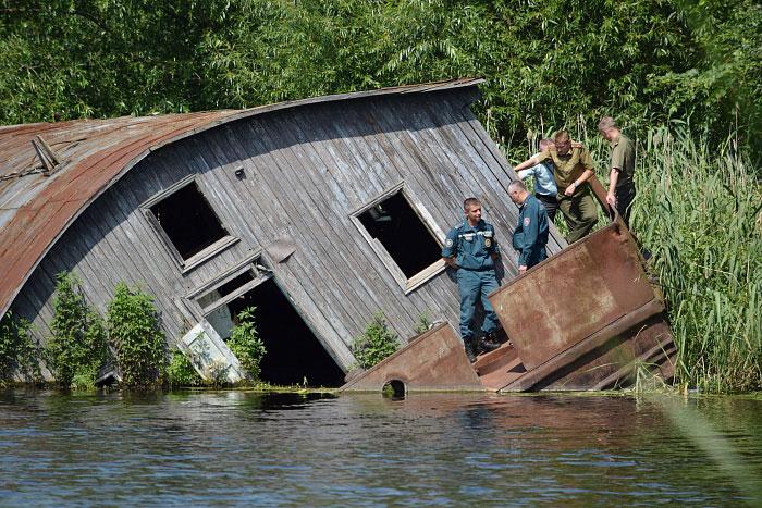 Затонувшая баржа в районе Набережной Бреста