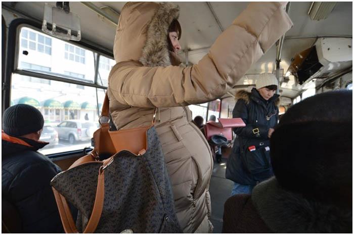 Беременная в общественном транспорте