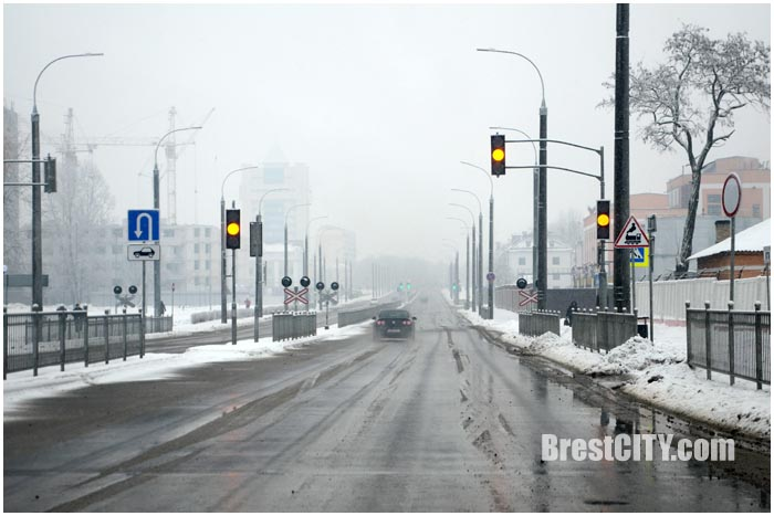 Проезд на желтый сигнал светофора. Фото BrestCITY.com