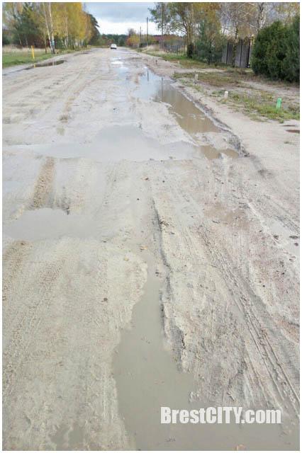 Разбитые дороги в Задворцах в Бресте