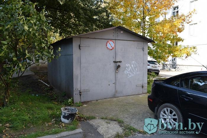 Самостройки-гаражи в центре города Бреста