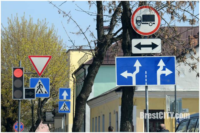 Перекресток Гоголя-Ленина. Из двух полос прямо