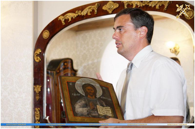 Старинная икона передана в брестский музей спасенных ценностей