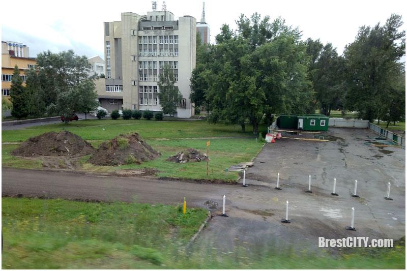 Закрывается съезд с Кобринского моста на ул.Краснознаменную в Бресте. Фото BrestCITY.com