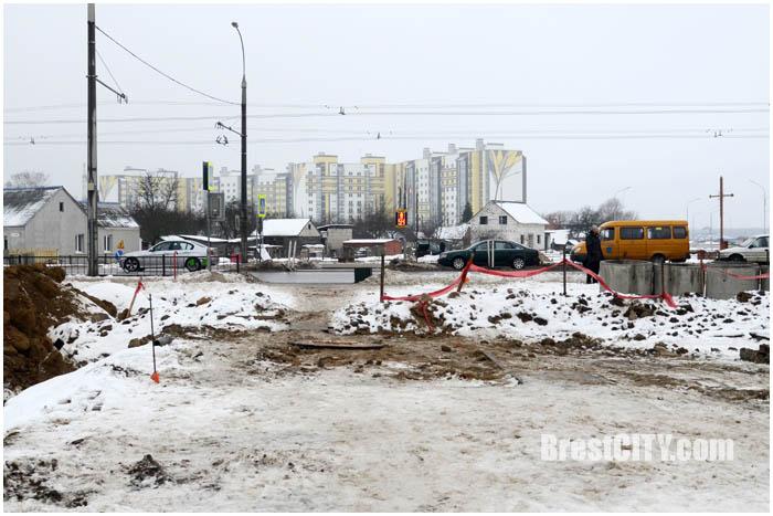 На перекрестке улиц Луцкая-Суворова-Журавецкая строят кольцо