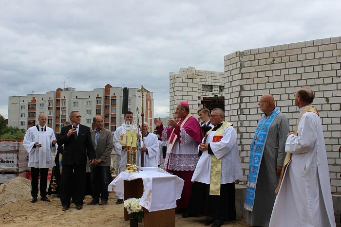 Новый костел на речице в Бресте