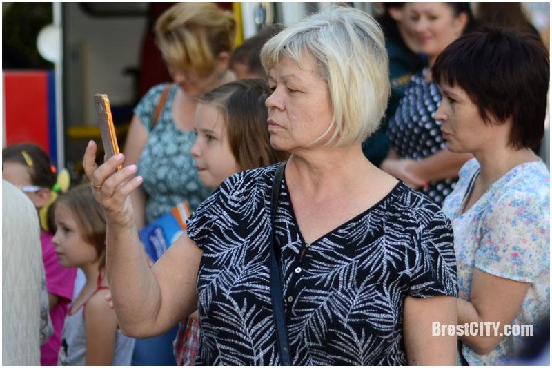 Акция МЧС возле ЦУМа в Бресте 31 августа 2017