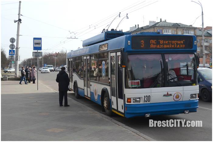 Милицейский троллейбус в Бресте 4 марта 2017. Фото BrestCITY.com