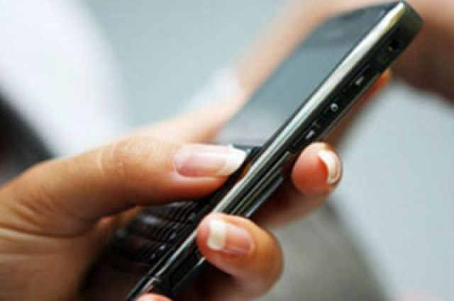 Мобильный телефон в руках