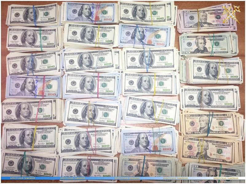 22 тысяч долларов нашли на границе у украинца