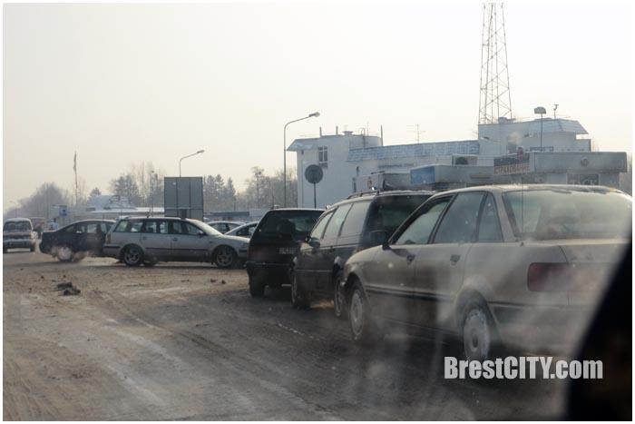 Очередь на границе в Польшу. Фото BrestCITY.com