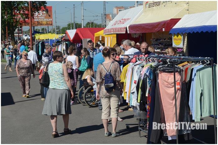 Ярмарка-распродажа в Бресте 20 мая 2017. Фото BrestCITY.com