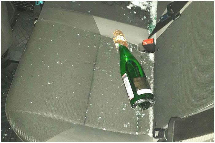 Разбили автомобиль бутылкой