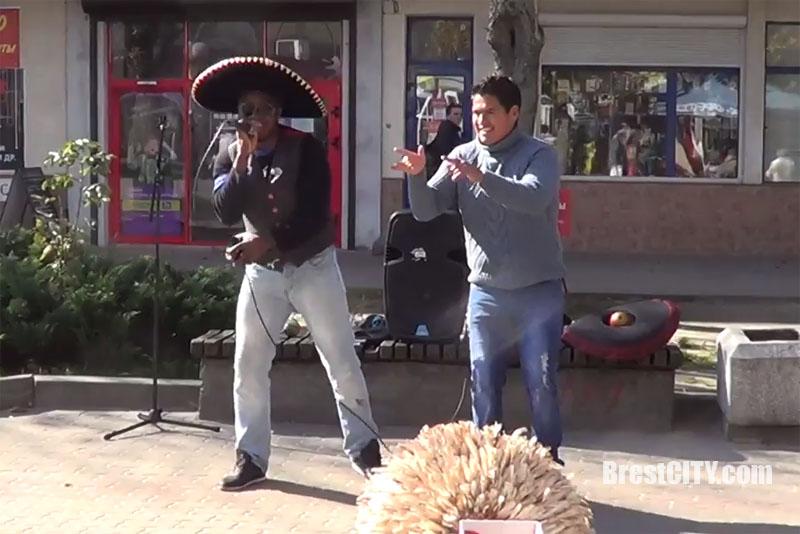 Уличные музыканты в Бресте