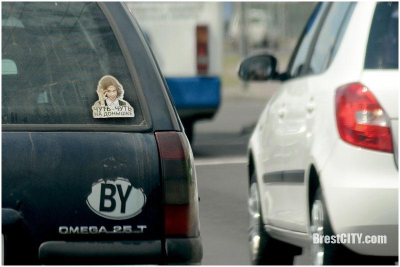 Наклейка с Дианой Шурыгиной на автомобиле