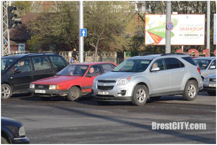 Срезали асфальт на перекрестке Пионерская-Московская