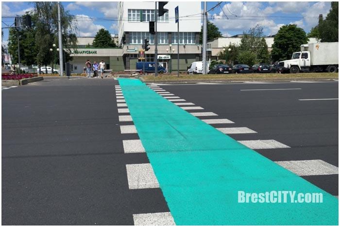 Велодорожки в Бресте рядом с пешеходными переходами на перекрестке Московская-Пионерская