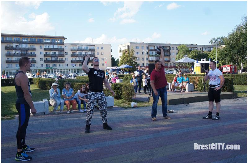 Праздник у причала на Набережной в Бресте