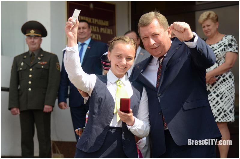 Выпускники в Московском районе Бреста. 9 июня 2017. Фото BrestCITY.com