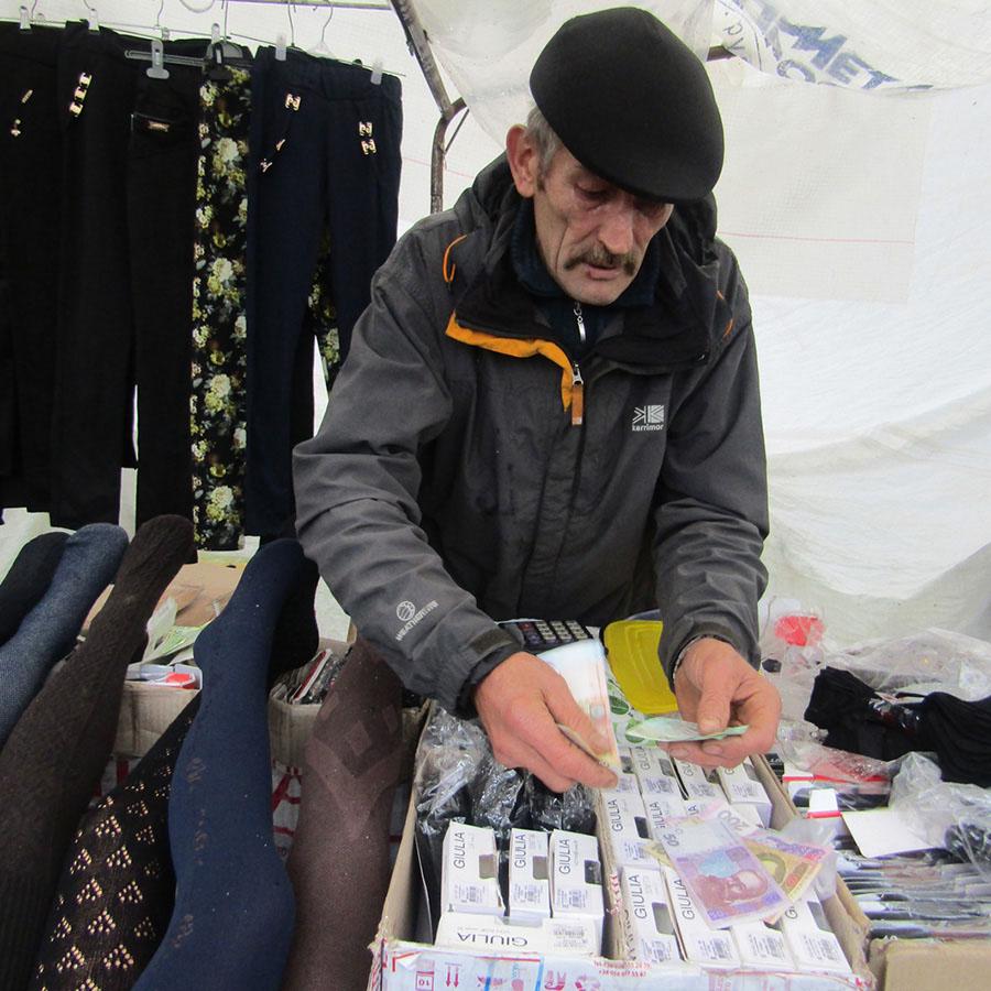 Рынок в Заболотье. Что по чем