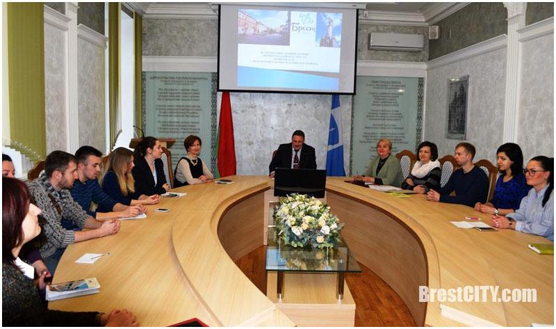 Глава администрации Ленинского района г. Бреста Геннадий Борисюк встретился с молодежным активом района
